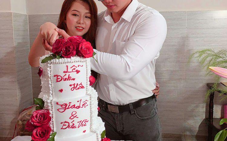 Bánh kem cưới 2 tầng rời đẹp tại Vanbakehouse.com